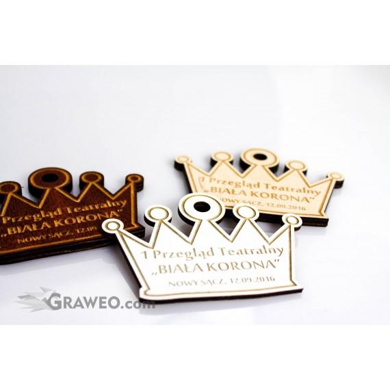Drewniany medal w kształcie korony